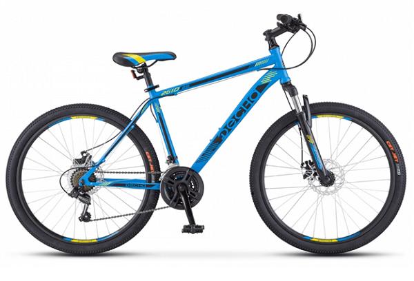 Десна 2610 MD 26 V010 (2018) - горный велосипед начального уровня с мужской рамой. Особенности велосипеда -дисковые механические тормоза, амортизационная вилка, 21 скорость и 26-дюймовые колеса.